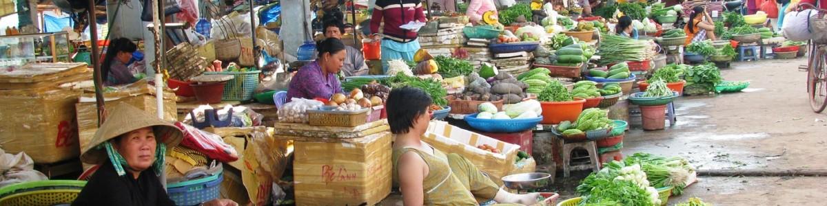 Chợ online giành khách với kênh truyền thống